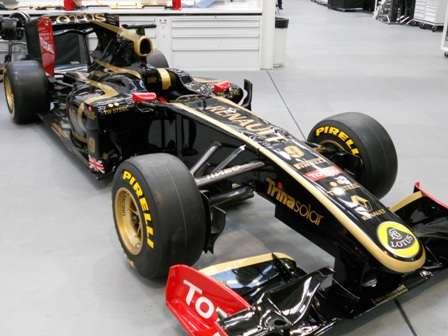 Renault revela o R30 com uma releitura da pintura clássica do Lotus John Player Special