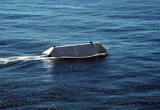 094652920 - La Marina de Estados Unidos vende el primer barco invisible por 73800 Euros